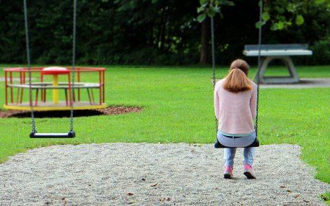 usamljena devojčica